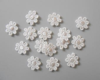 15 small 13 mm white lace flower
