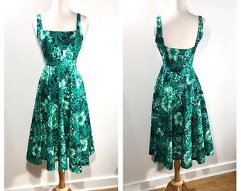 1950s '60s Green Novelty Print Sundress Cotton Leaf Print Garden Party Dress Hawaiian Print Wedding Guest Dress Summer Party Midi Dress