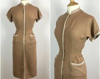 Vintage 1950s Wiggle Dress - 50s Beige Cotton Tea Dress - 50s Sheath dress - Rockabilly Pinup -  Gingham Trim - Small - UK 8 / US 4 / EU 36