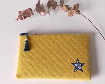 Pochette molletonnée en tissu matelassé jaune et étoile en Liberty Wiltshire