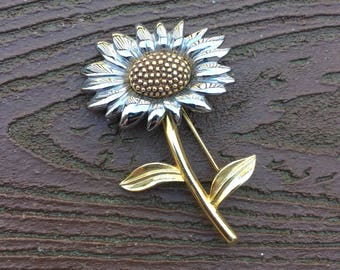 Vintage Jewelry Signed Liz Claiborne Pin Brooch Daisy Flower