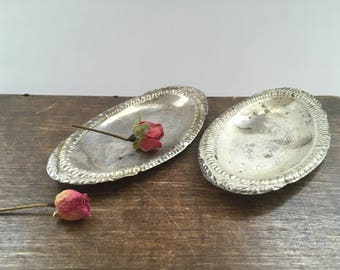 Vintage metal plate set Miniature tin plate set Oval tin plate set
