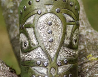 Hesperia – wide armband in tooled leather, with rivets