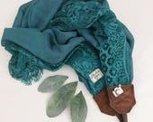 Studio amour courroie de l'appareil: écharpe en dentelle turquoise foncé cuir dslr photographe pro
