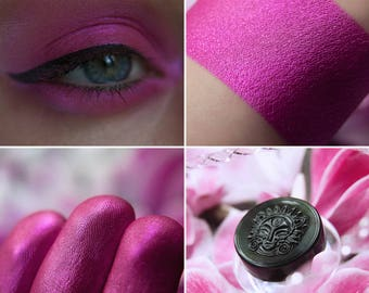 Eyeshadow: Daring of Cyclamen - Fairy. Crazy pink satin eyeshadow by SIGIL inspired.