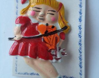 Vintage Cute Plastic Violin Player Brooch/Pin   Lightweight