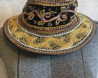 Vintage small moroccan hat
