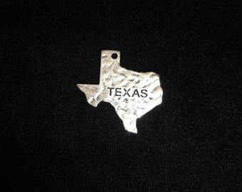 Texas State Charm Hammered Fnish, Texas Charms Antique Silver Finish 12 Pieces 31x28mm 26-5-H