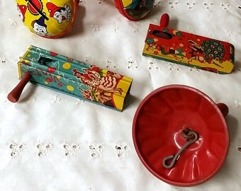 5 Vintage Noise Makers Tin Litho Kirchhof U.S. Metal Toy Mfg. Co. New Year's Clowns Ratchet Rattle Clapper