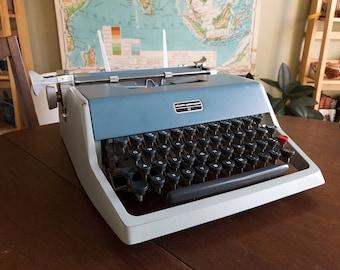 Vintage 1960s Two-Tone Light Blue Olivetti Underwood 21 Typewriter - Working Condition