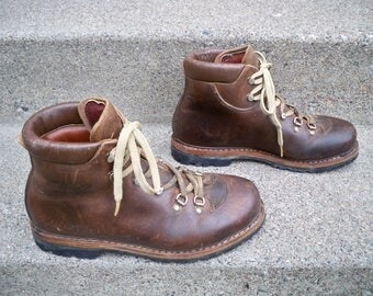 Vintage Raichle Mountaineering Hiking Backpacking Brown Leather Men's Boots Size 9 Made in Switzerland