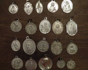 lot of 20 different religious medals in aluminium E