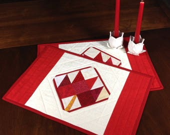 Red Maple Leaf Quilted Placemats, Red and Cream Placemats, Canada DayQuilted Place Mats, Pair of Quilted Placemats, Place Mat Quilts