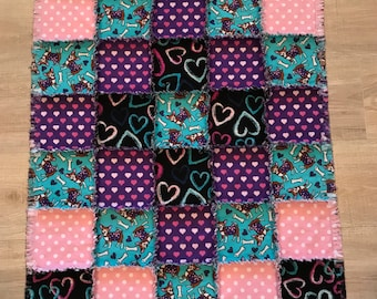 Flannel chihuahua dog quilt, Chihuahua blanket, dog crate, Valentines, polka dot, heart Valentines; 10% of PP to charity to buyer's choice