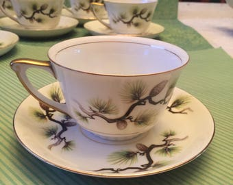 Free Shipping Narumi Shasta-Pine White/Cream  Fine China 9 Footed Cups and Saucers  Vintage Mid-century Gold Trim