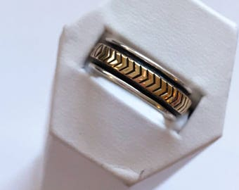"""Signed M.M. Rogers 14k Solid Gold/Sterling Silver """"Chevron"""" Ring/Band Size 9"""