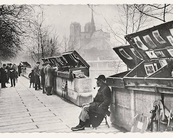 Paris Booksellers/Bouquinistes Photo Postcard, c. 1960