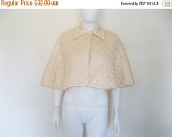 25% off SALE Vintage Peach Quilted Capelet / Cape