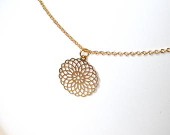 Rosette pendant necklace