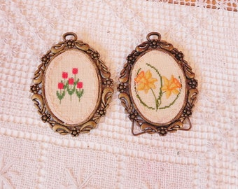 Needlepoint Floral Pictures Oval Ornate Frames  Cottage Chic Wall Decor
