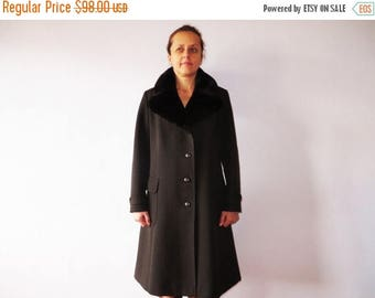 ON SALE 70s Brown Wool Coat Large Real Fur Collar Women's Feminine Winter Coat Medium to Large Size