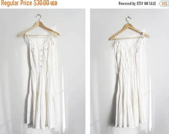 ON SALE White Summer Dress // 1970's Small Cotton Day Dress // Women's Vintage Clothing