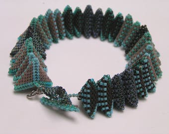 Beadwoven  geometric Bracelet : PowerPuff designer Jean Power