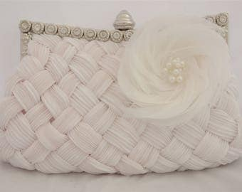 White Bridal Clutch with Feather Flower, Wedding Handbag, Bridal Clutch, Beaded Flower Feather Wedding Clutch, Ostrich Feather Bridal Clutch
