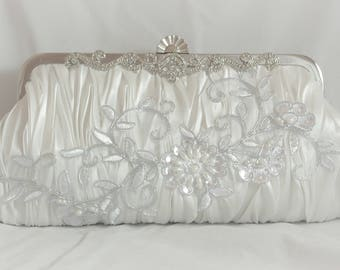 White Lace Bridal Clutch, Silver Embellished Bridal Handbag, Wedding Clutch, Pearl Bridal Handbag, Floral Evening Clutch, Elegant Bridal Bag