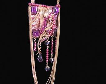 Collier Sautoir bohême romantique en soie brodée de strass, cristal, chaîne dorée - Fait main par kalani