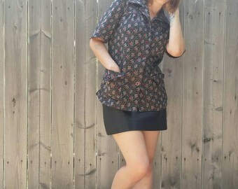 Vintage 1960s Button Up Tunic Top Wide Collar Deep Pockets Red Black Renaissance 60s