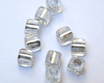 Light gray, synthetic, cubes, in packs of 10 beads