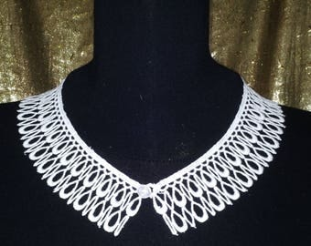 White lace Peter Pan collar (1960's)