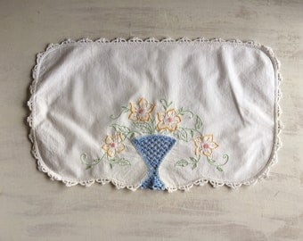 Vintage White Embroidered Doily With Crochet Inset