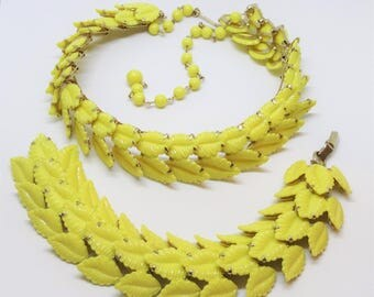 1950s Demi Parure Lemon Yellow Molded Plastic Reticulated Leaf Bracelet Choker Necklace Set