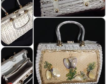 Big gorgeous Lucite and rattan handbag with gold lurex net and seashells under plastic Vintage 50s by Charming by Atlas Hollywood Florida