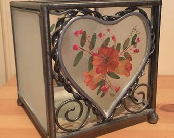 Metal candle holder with real pressed flowers
