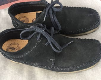 Clark's Originals Women's Black Suede Mocs oxford shoes  9 1/2 Medium