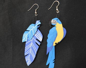 Ara loops and feathers made of cut paper