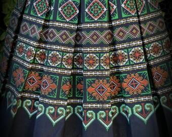 Black/green Hmong printed mini skiry