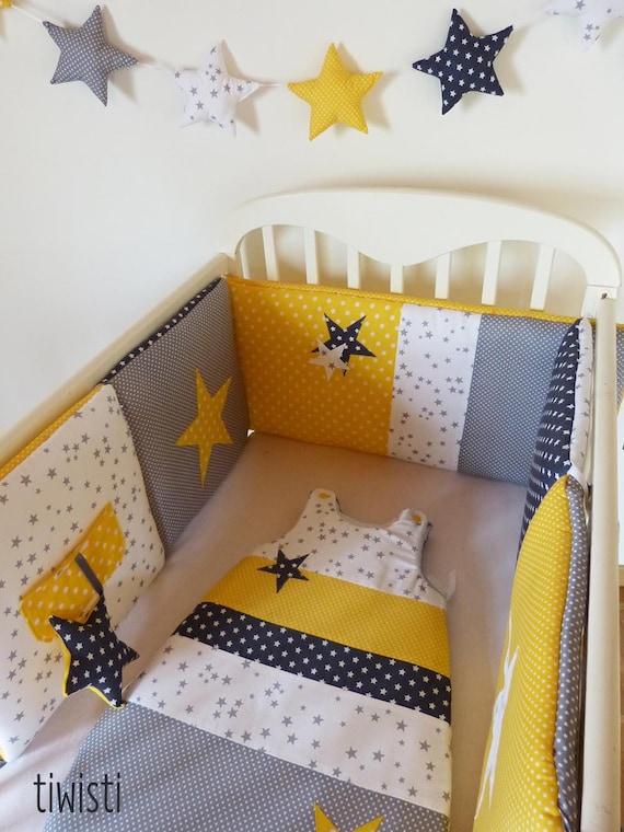 ensemble mixte original tour de lit coussins et gigoteuse. Black Bedroom Furniture Sets. Home Design Ideas