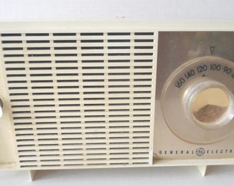 Vintage General Electric  T-127B AM Tube Radio Antique White