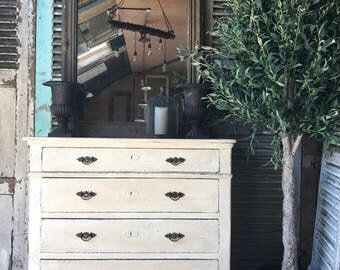 Lovely vintage French hand painted chest of drawers