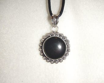 Round Black Onyx pendant necklace (P607)