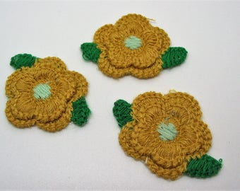 Set of 3 applications of patches patches form mustard crochet with green leaves flowers