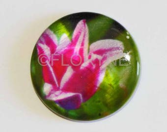 Pearl bead has floral patterns flat and round 25Mm