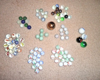 Vintage lot of 106 assorted marbles