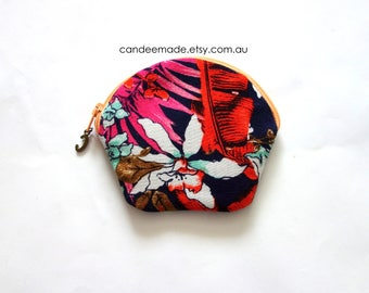 Round Blue Floral Patterned Zipper Coin Purse