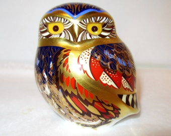 Royal Crown Derby LITTLE OWL PAPERWEIGHT Figurine Gold Stopper Miniature Imari Hand Painted Cobalt Blue 22K Gold Ceramic Collector Gift