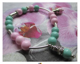 "Bracelet green and pale pink glass beads""on silver metal"